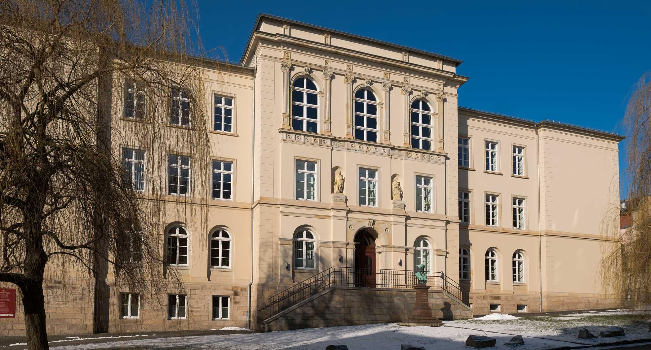 Frontansicht der Weinholdschule Reichenbach