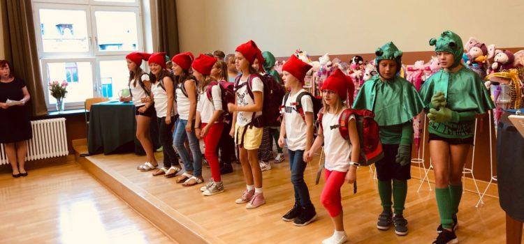 Die Weinholdschule Grundschule begrüßt ihre Schulanfänger